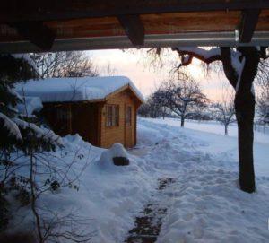 Abri de jardin en hiver